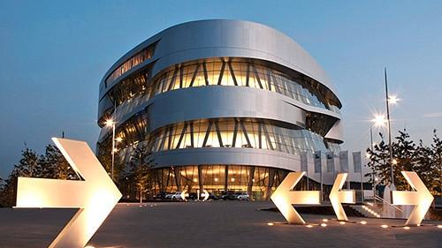 Mercedes Museum Stuttgart Nachtsbild
