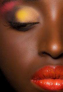 Kreative Beauty Fotografie beinhaltet unterschiedliche Beauty Portraits mit Spezial Make Up und Spezial Styling an unterschiedlichen Frauen.