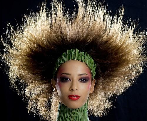 Beauty Shots von Models beinhaltet unterschiedliche Beauty Portraits von verschiedenen, geschminkten schönen Frauen.