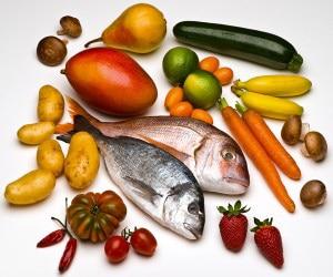 Food fotografie - Gesunde Lebensmittel - Kartoffeln, Möhren, Fisch, Zucchini, Bananen, Tomaten, Pilze, Chillischoten, Erdbeeren, Mandarinen, Limetten, Birne, Mango...alt attribut für: Makrofotografie