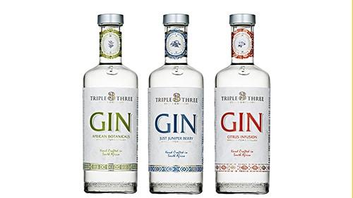 3 Flaschen GIN aus Südafrika stehen freigestellt nebeneinander auf weissem Hintergrund. Fotostudio Herb Allgaier - Produktfotografie